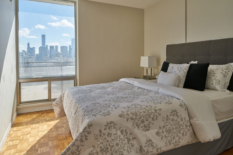 Cozy bedroom in one bedroom apartment - The Summerhill at Yonge & St. Clair