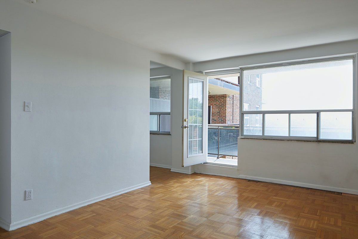 One bedroom apartment with balcony - The Cottingham Manor near Avenue Road & Dupont