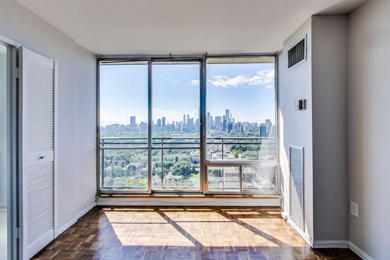 Luxury one bedroom apartment with balcony - The Summerhill at Yonge & St. Clair