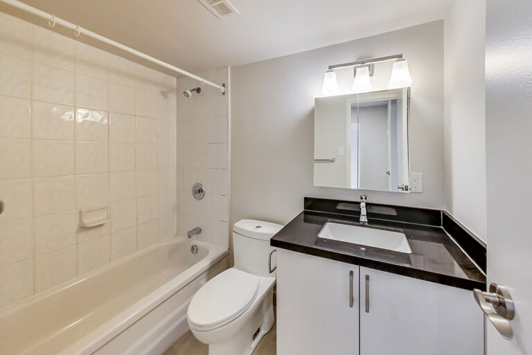 4 piece bathroom in luxury two bedroom apartment - The Summerhill at Yonge & St. Clair