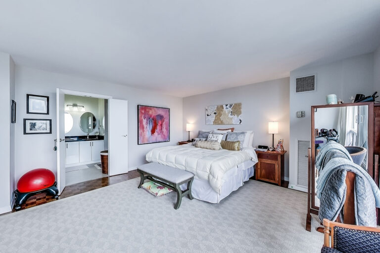 Bedroom with ensuite in luxury penthouse apartment - The Summerhill at Yonge & St. Clair